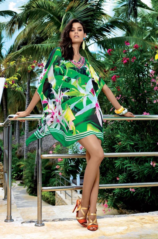 8e06bbd58d7b8 Пляжная одежда - туники платья и накидки с большими камнями и стразами